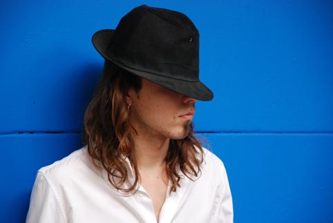 alvaro-azul-y-sombreroreducida
